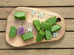 This is such as easy way to get an onion flavour into dishes while keeping it low FODMAP. Chives and the green tops of spring onion are both suitable for use on the low FODMAP diet. I used to just …