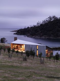 The Shearers Quarters is located on 'Waterview', an historic farming property on North Bruny Island on land first granted to Captain James Kelly in 1840.  John Wardle Architects.