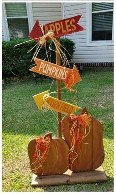 RECYCLED WOOD PALLETS: How cute is this? The direction yard/porch sign is tall. You chose how you want it to stand. We can make a stand or add a pointed end so you can push it into the ground or hay bale. The arrows are x Fall Wood Crafts, Autumn Crafts, Pallet Crafts, Thanksgiving Crafts, Thanksgiving Decorations, Holiday Crafts, Diy Crafts, Diy Pallet, Fall Decorations