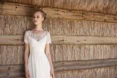 Rembo styling — 2018 Collection — Madalena: Dress in soft crepe with high waist. Top with fine lace sleeves.