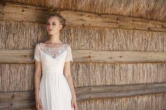 Rembo styling — Kollektion 2018 — Madalena: Robe légère en crêpe et taille réhaussée. Finition top avec petitesmanches.