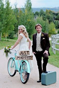 Popular Wedding Photo Ideas Bride And Groom Hugs Photocaptiva