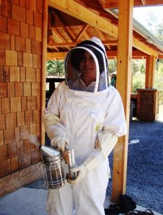 I learned all about honey extraction at Wold Road Honey - yah, ME, the one who's allergic to insect bites & stings!