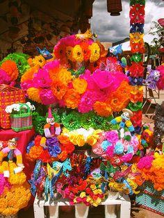 Flores y adornos de papel