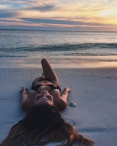 Ideias fotos na praia shared by on We Heart It - Photography, Landscape photography, Photography tips Photo Summer, Summer Pictures, Summer Beach, Tumblr Beach Pictures, Vacation Pictures, Beach Tumblr, Beach Vibes, Summer Vibes, Photos Bff