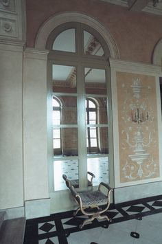Ornementations de style renaissance en trompe l'oeil et patines Joelle, Decoration, Renaissance, Oversized Mirror, Home Decor, Style, Painters, Ornament, Decor