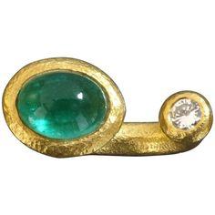 2000s Modern Between the Finger Emerald Diamond Gold Ring 1