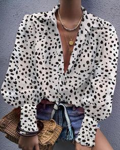 Leopard Bishop Sleeve V Neck Shirt - Beauty Outfit Trend Fashion, Look Fashion, Fashion Outfits, Latest Fashion, Bishop Sleeve, Beautiful Blouses, Mode Inspiration, Pattern Fashion, Blouse Designs