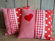 patchwork and applique Sewing Pillows, Diy Pillows, Decorative Pillows, Throw Pillows, Patchwork Cushion, Quilted Pillow, Fabric Crafts, Sewing Crafts, Sewing Projects