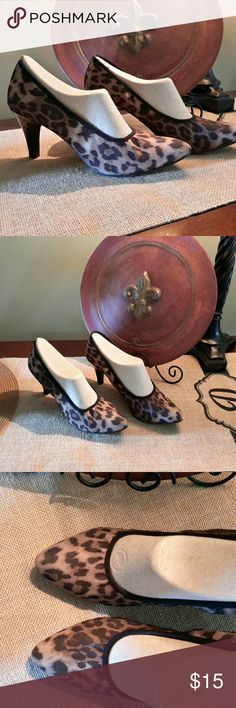 LEOPARD PRINT HEELS....Hush Puppies Exceptionally comfortable with bendable soles Like new condition 2.5 inch black patten leather heels Unique stretchy material with small elastic binding for extra comfort True to size  Hush Puppies Soft Style Brand Reposhing....only needed them for a special event Smoke Free Home Hush Puppies Shoes Heels