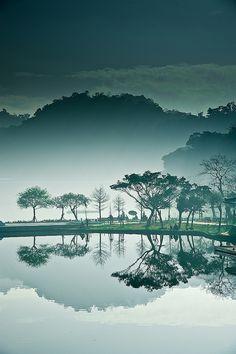 大湖之晨 by bbe022001, via Flickr