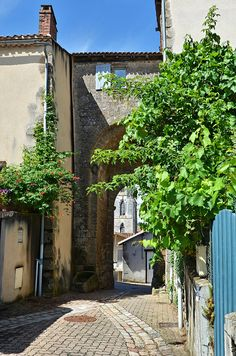 Porte ville - Confolens - Charente by Vaxjo, via Flickr