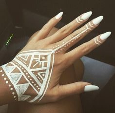nails, white, and henna image Henna Tattoo Hand, Tattoo Tribal, Henna Mehndi, White Henna Tattoo, Geometric Henna Tattoo, Cute Henna Tattoos, Tattoo Finger, Mehendi, Tatoos