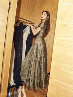 Everyone's favorite weightlifting fairy transformed into a goddess for her hosting gig with MBC for their 2016 Drama Awards. Allure magazine showed some BTS photos of that busy night with Lee…