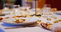 El mantel, las servilletas, los platos, la bebida y sobre todo... ¡la comida! Te mostramos cómo preparar tu mesa de Navidad. #Christmas #Tablescapes #IdeasdeNavidad