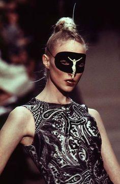 Alexander McQueen - Ready-to-Wear - Runway Collection - Women Fall / Winter 1996