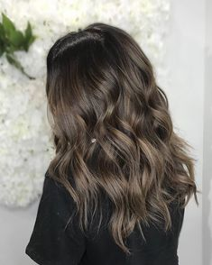 Blondes arent the only ones who can have fun! This soft chestnut  brunette is rich and beige at the same time all thankS to  @whitneyhushionhair  for this magic #brunettehair . . . . #beautygram #torontohair #torontosalon #torontohairstylist #behindthechair #modernsalon #balayagehighlights #brunettebalayage #hairofinsta #ighairstyle #haircolorist #haircolorideas #canadianhairstylist #mastersofbalayage #hairposts #kevinmurphyhair #colorme #torontoblogger #chestnutbrown #chocolatebrown…