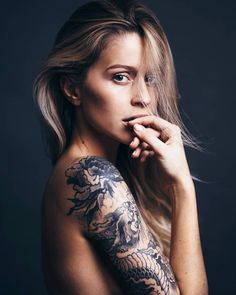 dragon sleeve tattoo on Amélie R - Bilbo Tattoo Sexy Tattoos For Women, Beautiful Tattoos For Women, Girls With Sleeve Tattoos, Girl Tattoos, Beautiful Women, Geisha Tattoos, Chris Garver, Armband Tattoo, Wild Tattoo