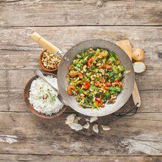 Wist je dat je andijvie ook heerlijk kunt wokken of roerbakken? Lees snel verder en ontdek twee eenvoudige recepten met deze groene groente voor een lekker én gezond hoofdgerecht! Andijvie-champignon roerbakschotel Hoofdgerecht 4 personen Bereidingstijd: ca. 20 minuten Ingrediënten: 1 krop andijvie, 1 bakje van 250 g champignons, 1 rode paprika, 2 knoflookteentjes, 4 lente-uitjes, olijfolie, muntblaadjes, …