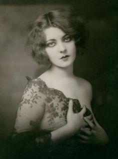 Marion Benda, 1920s, via The New York Public Library lace, vintage beauty, 1920s style, beauti, public librari, vintage ladies, portrait, marion benda, eye