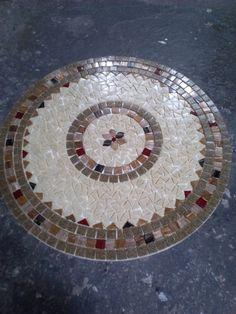 Mesa em ferro com tampo em mosaico | Leiarts Mosaico | Elo7