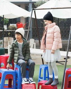 Finally, a jacket that can keep up with them. Water-repellent, durable, and a high collar for added warmth. Back To School Outfits, Light Jacket, Padded Jacket, High Collar, Winter 2017, Uniqlo, Cold Weather, Activities For Kids, How To Make