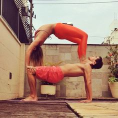 Pin for Later: Gorgeous Shots of Couples Doing Yoga to Inspire Your Day  Source: Instagram user invertisa