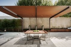Cantilevered pergola over outdoor dining