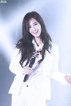 SNSD Korean music wave Yuri In the ballads where folk melodies combined with words taken from poems were popular. Snsd, Sooyoung, Yoona, South Korean Girls, Korean Girl Groups, Music Waves, Kwon Yuri, Korean Music, Girl Day