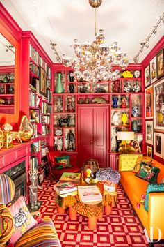 More is more! Color, textures, patterns, and more color are what's hot in interior design. View this complete guide to maximalist interiors - maximal style, the Boho Luxe Home way. Decoration Bedroom, Room Decor, Nursery Decor, Estilo Kitsch, Deco Cool, Maximalist Interior, Bubble Chandelier, Deco Retro, New York Homes