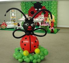 Learn to create balloon decorations, how to twist balloons and how to make balloon animals with our online courses and tutorials Ballon Decorations, Balloon Centerpieces, Party Decoration, Birthday Decorations, Hanging Decorations, Balloon Columns, Balloon Arch, Balloon Ideas, Lady Bug