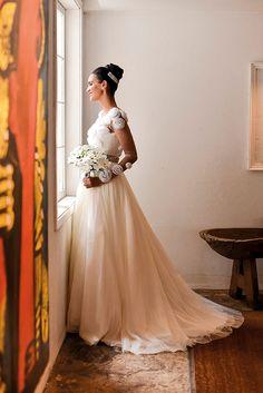 Vestido da Carol Hungria escolhido por Julia. O casamento de Julia e João foi publicado no Euamocasamento.com e as fotos são de Daniela Justus. #euamocasamento #NoivasRio