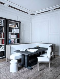 Clever breakfast room/dining nook in the middle of a space    Gilles & Boissier