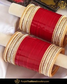 Punjabi Bridal Chura - New Design Bridal Chura Best Price Online Antique Jewellery Designs, Fancy Jewellery, Diamond Jewellery, Indian Bridal Outfits, Indian Wedding Jewelry, Indian Jewelry, Bridal Bangles, Bridal Jewelry Sets, Bridal Jewellery