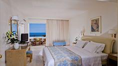 Jetez un œil à Iberostar Creta Panorama & Mare Iberostar, Panorama, Cape Verde, Furniture, Home Decor, Decoration Home, Room Decor, Home Furnishings, Home Interior Design