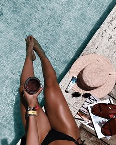 All natural self tanners you need! Need help getting the perfect summer glow? Look no further than this list of 8 self tanners you could try out! Pool Poses, Beach Poses, Black Girl Aesthetic, Summer Aesthetic, Pool Fotografie, Natural Self Tanners, Pool Photography, Summer Photography Instagram, Inspiring Photography