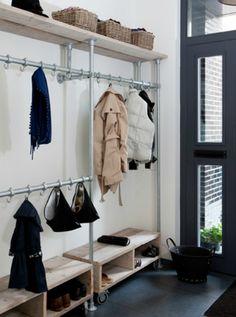 Easy ideas for diy coat rack shelf 17 Diy Coat Rack, Coat Rack Shelf, Coat Hanger, Pipe Closet, Walk In Closet, Front Closet, Entryway Storage, Closet Storage, Organized Entryway