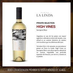 Finca La Linda High Vines Sauvignon Blanc es un blanco amarillo con tintes verdosos de gran tipicidad varietal, con aromas expresivos que remiten a cítricos (cáscara de limón) y notas salvajes de ruda.  #LuigiBosca #FincaLaLinda