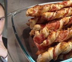 ŠUNKOVÉ VRTULE Listové těsto vyválejte na tenký plát, na který naskládejte plátky šunky. Těsto poté nakrájejte na úzké proužky. Proužky zatočte do vrtulí, potřete rozšlehaným vejcem a dejte péct do vyhřáté trouby. Shrimp, Recipies, Pizza, Chicken, Cooking, Basket, Recipes, Kitchen, Cooking Recipes