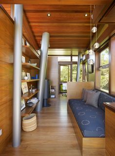 This is a Modern Tree House Inspiration by RPA architect. Located in Nichols Canyon, Los Angeles, California, Banyan Tree House, compact design house inclu Architecture Romane, Architecture Baroque, Luxury Tree Houses, Cool Tree Houses, Tiny Houses, Tree House Interior, Home Interior Design, Treehouse Masters, Modern Tree House