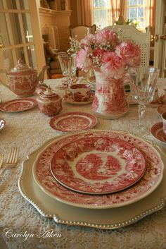 Tablescape with red transferware (FOR THE TABLE: From dinnerware to decor) Vintage Dishes, Vintage China, Vintage Ceramic, Vintage Tableware, Dresser La Table, Deco Champetre, Beautiful Table Settings, Deco Table, Decoration Table