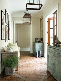 Coastal Color plank walks and brass lanterns