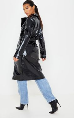 The Black Vinyl Crinkle Trench Coat . Head online and shop this season's range of coats & jackets at PrettyLittleThing. Trench Coat Outfit, Leather Trench Coat, Fit Team, Pvc Raincoat, Light Wash Jeans, Unisex, Rain Wear, Mantel, Outfit Of The Day
