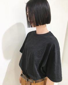 Pin on ヘア Medium Hair Cuts, Short Hair Cuts, Medium Hair Styles, Curly Hair Styles, Short Bob Haircuts, Bob Hairstyles, Straight Hairstyles, Pelo Midi, Asian Short Hair
