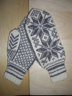 Ravelry: Hakadal votter pattern by Sandnes Design Knitted Mittens Pattern, Knit Mittens, Knitting Patterns, Needles Sizes, Fiber Art, Ravelry, Projects To Try, Gloves, Textiles