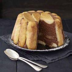 Chocolate Charlotte by Hlne Darroze Charlotte Dessert, Charlotte Cake, Fancy Desserts, Köstliche Desserts, Delicious Desserts, Sweet Recipes, Cake Recipes, Dessert Recipes, Chefs