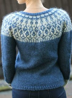 Round Neckline Floral Tight Regular Shift, Sweaters - Blue / S Beginner Knitting Projects, Knitting For Beginners, Motif Fair Isle, Knitting Designs, Sweater Knitting Patterns, Icelandic Sweaters, Lang Yarns, Dress Gloves, Fair Isle Knitting
