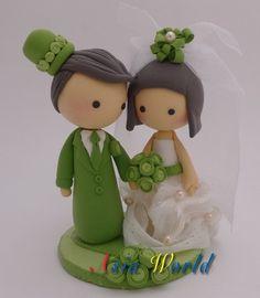 Hey, j'ai trouvé ce super article sur Etsy, chez https://www.etsy.com/fr/listing/106179502/vintage-green-wedding-cake-topper-poupee