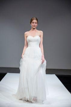 Robe de mari e de plage gracieuse a ligne en satin ivoire for Concepteurs de robe de mariage australien en ligne