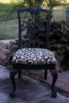 Wrought Iron Black Chair Makeover | Maison Blanche Vintage Furniture Paint | #chair #makeover